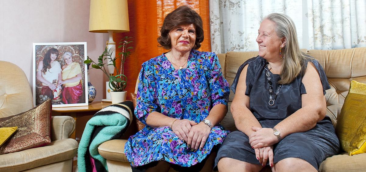 Kuvassa transvestiitti Thea ja puolisonsa Gitta, jotka kertovat elämästään Haluaisin pystyä kertomaan dokumentissa. Kuva Martu Väisänen.