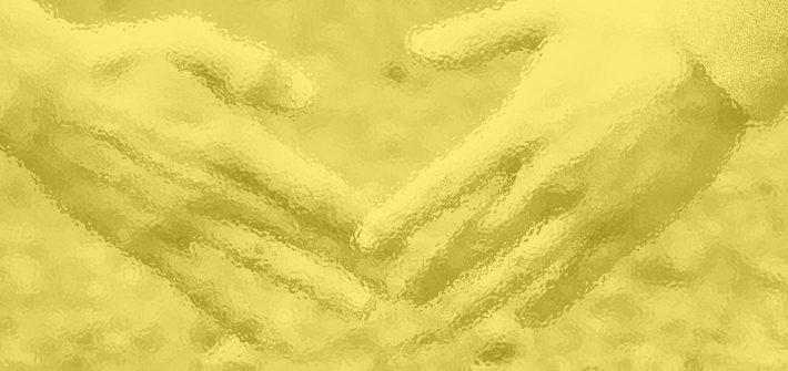 Keltaisella taustalla 2 kättä yhdessa.